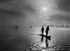 ...  noch unberührte Gebiete der Erde, fernab der Zivilisation. (Waura-Indianer beim Fischen im See Puilanga in Mato Grosso, Brasilien, 2005)
