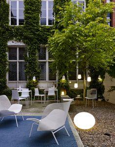 Globe Outdoor, una luminaria ideal para el jardín que acompaña al mobiliario outdoor #Grillage.