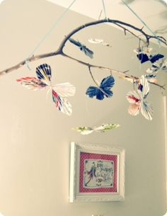 DIY vintage paper butterfly mobile wall decoration with Branch - paper craft, hanging decoration, butterfly garland Butterfly Room, Butterfly Mobile, Paper Butterflies, Origami Butterfly, Fun Crafts, Diy And Crafts, Arts And Crafts, Diy Paper, Paper Crafts