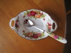 ROYAL ALBERT OLD COUNTRY ROSES HANDLED PICKLE DISH/ SPOON