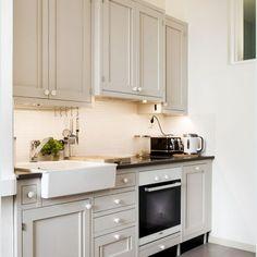 Klassinen keittiö 08 Kitchen Dining, Kitchen Cabinets, Home Decor, Kitchen Dining Living, Decoration Home, Room Decor, Kitchen Base Cabinets, Dressers, Kitchen Cupboards