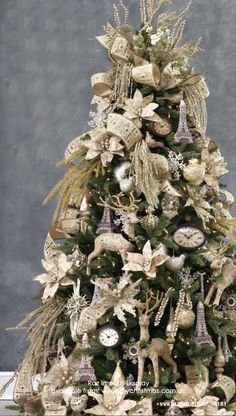 silver and white Christmas tree. Christmas In Paris, Christmas Tree Design, Beautiful Christmas Trees, Christmas Mantels, Christmas Store, Christmas Tree Themes, Elegant Christmas, Noel Christmas, Rustic Christmas