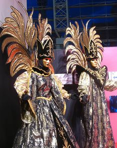 4.) Go to the Carnival of Venice wearing an intricate masked costume