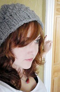 A chunky hat to knit in one short evening! Free knit hat pattern ravelry slouchy beanie