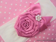 Ribon Flowers, Fabric Flowers, Ribbon Crafts, Ribbon Bows, Flower Tutorial, Bow Tutorial, Baby Tiara, Diy Hair Accessories, Baby Girl Headbands