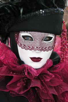 Lovely costume and eye mask on full face mask is gorgeous! Venetian Carnival Masks, Mardi Gras Carnival, Carnival Of Venice, Venetian Masquerade, Masquerade Party, Masquerade Masks, Mascarade Mask, Clowns, Arte Peculiar