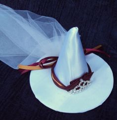Gryffindor bride mini witch's hat. Too cute!