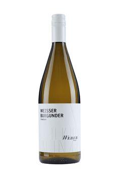 Weingut Weber   Ettenheimer Kaiserberg   WEISSER BURGUNDER 1 LITER trocken »ZART UND WEICH« Der Weißburgunder riecht im Bukett sehr zart und weich. Teilweise lässt er ein nussiges Aroma erkennen. Aber auch fruchtige Nuancen von Zitrusfrüchten, Ananas und Quitte sind zu erschmecken. 5,00 € #Weingut #Weber #Wein #Weißburgunder #halbtrocken #Qualitätswein #Design #Architektur #packaging #wine
