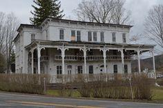 The Lexington House, an abandoned hotel or inn in Lexington, NY Abandoned Property, Old Abandoned Houses, Abandoned Castles, Abandoned Mansions, Abandoned Buildings, Abandoned Places, Old Houses, Haunted Houses, Interesting Buildings