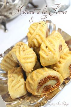 Makrout a la farine et aux figues cuisson au four Cookie Desserts, Cookie Recipes, Dessert Recipes, Biscuit Cookies, Cake Cookies, Chocolates, Moroccan Desserts, Eid Sweets, Tunisian Food