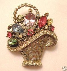 VINTAGE BROOCH EARLY WEISS VICTORIAN FLOWER BASKET COLORED RHINESTONE FLORAL PIN