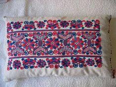 Hungarian Embroidery, Folk Embroidery, Learn Embroidery, Embroidery Patterns, Textile Patterns, Embroidery Stitches, Chain Stitch, Cross Stitch, Folk Fashion