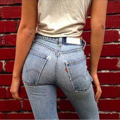 22 Le Fashion Blog Shots That Prove Levis Make Your Butt Look Amazing Good Classic Jeans Via Tatiana Dieteman waysify