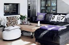Gorgeous bohemian Scandinavian home, with warm details and beautiful purple accents (In English and Spanish).