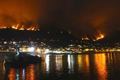 Chris Corbet @ChrismCorbet Spare a thought for the brave fire fighters battling Cape Town wild fires #CapeTownFire #MuizenbergFire #CapeFire pic.twitter.com/e7qC9AnpWJ
