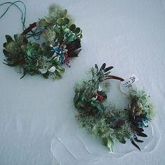 生花のリースです。 徐々にドライになって行く変化が楽しめます。 上記のHPにて販売いたしております。 宜しければどうぞお気軽にのぞいて見てください。 #wreath #driedflowers #still_life_gallery  #ccseasonal #tv_living #kinfolk #click_vision  #あじさい #スモークツリー #リュウカデンドロ #リース #hydrangea #smoke_tree  #生花リース #ドライフラワーリース