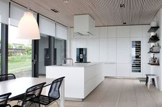Love this huge streamlined kitchen.