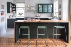 Dark Green Shaker Kitchen - Sustainable Kitchens This classic Shaker Kitchen with beaded frame is anything but traditional with a heavy dose of industrial style and unique vintage elements. Open Plan Kitchen Diner, Breakfast Bar Kitchen, Shaker Style Kitchens, Shaker Kitchen, Kitchen Cabinetry, Kitchen Dining, Kitchen Workshop, Dark Green Kitchen, Victorian Kitchen