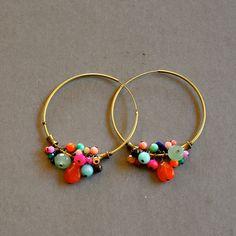 """Boucles créoles fantaisies pierres fines multicolores : Modèle """"Hiba"""" : Boucles d'oreille par kanakeis"""