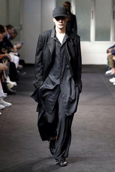 Yohji Yamamoto Spring 2019 Menswear Fashion Show Collection
