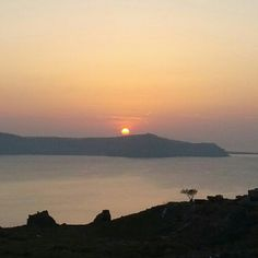 See 4645 photos and 233 tips from 23631 visitors to Σαντορίνη (Santorini). Santorini, To Go, Celestial, Sunset, Places, Instagram Posts, Travel, Outdoor, Viajes