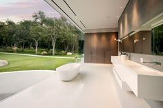 The Glass Pavilion, an ultramodern house by Steve Hermann | HomeDSGN