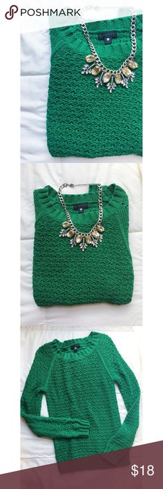 Green Pullover Perfect spring pullover Worthington Sweaters Crew & Scoop Necks