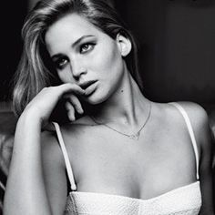 "Jennifer Lawrence in talks to star in film adaptation of ""The Glass Castle"". My FAV book!"