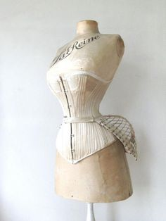 Vintage dress form with corset and bustle. I would totally wear this with a button down and riding pants and boots. Corset Vintage, Vintage Mannequin, Vintage Underwear, Vintage Lingerie, Vintage Dresses, Vintage Outfits, Victorian Corset Dress, 1800s Fashion, Victorian Fashion