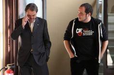La CUP manté contactes amb Mas, Junqueras i Herrera per acostar posicions - vilaweb.cat, 16.10.2014. El portaveu del grup parlamentari, David Fernández, s'ha reunit durant el matí amb el president de la Generalitat, Artur Mas; ha compartit sobretaula amb el president d'ERC, Oriol Junqueras; i té previst fer-ho amb el coordinador nacional d'ICV, Joan Herrera durant la tarda. La CUP pretén que es reprenguin les negociacions per tal d'incorporar onze garanties democràtiques al 9-N alternatiu.