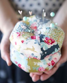 Pincushions - free pattern @ Tildas World. Thanks so xox ☆ ★ https://uk.pinterest.com/peacefuldoves/