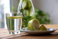 Zitronenwasser ist sehr #gesund , wenn man jeden Morgen ein Glas davon trinkt. #gesundeernährung #gesundesfrühstück #zitrone #zitronensaft Smoothies, Fruit, Food, Eat Clean Breakfast, Healthy Food, Mornings, Drinking, Diy, Health