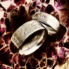 IVALDE hammered silver ring with a pink sapphire Design and work Kenneth Lindström  #silverjewelry #silverrings #silverring #handgjordaringar #hantverk #handcrafted #picsoftheday #engagementrings #förlovningsringar #instaart
