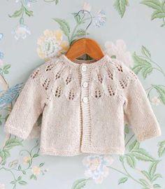 Suuri Käsityö -lehti teki ohjeet kruununprinsessa Victorian ja prinssi Danielin tyttären, prinsessa Estellen neulenuttuun. Baby Cardigan Knitting Pattern, Knitted Baby Cardigan, Knitted Baby Clothes, Baby Knitting Patterns, Lace Knitting, Knitting For Kids, Crochet For Kids, Crochet Baby, Knit Crochet