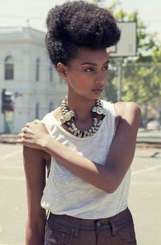 Gorgeous #naturalhairstyle. Loved by Neno Natural!  Queen Nikki ~ Queen Of Kinks, Curls & Coils™ (Neno Natural) -  Neno Natural ~ We Grow Big, Beautiful #Afros