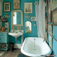 Dream bathrooms, beautiful bathrooms, casa do conto, turquoise bathroom, Bohemian Bathroom, Eclectic Bathroom, Bathroom Interior, Bathroom Vintage, Quirky Bathroom, Modern Bathroom, Vintage Mirrors, Parisian Bathroom, Colorful Bathroom