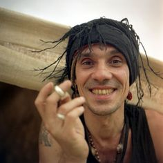 See Manu Chao pictures, photo shoots, and listen online to the latest music. Manu Chao, Music Film, Music Icon, Music Pictures, Best Albums, Amy Winehouse, Post Punk, Latest Music, Live Music