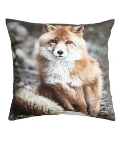 Cushion cover in woven cotton fabric with a printed photographic design. Solid-color backing. Concealed zip. Size 16 x 16 in.