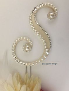Pearl Cake Topper Monogram Cake Topper Wedding Cake Topper Swarovski Crystal Cake Topper Gatsby Cake Topper Custom Cake Topper Gatsby Topper - This listing is for a beautiful Pearl Wedding Monogram Cake Topper perfect for a Gatsby Wedding. Monogram Cake Toppers, Custom Cake Toppers, Wedding Cake Toppers, Wedding Cakes, Pearl Letters, Pearl Cake, Pearl Paint, Crystal Cake, Vintage Jewelry Crafts