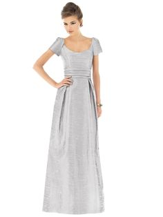 This Alfred Sung look would be great for bridesmaid or the mother of the bride. It's timeless and flattering!