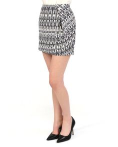#Мини-юбка с карманами и застёжкой - молнией из коллекции #Tinsels. Графический принт решён в классическом сочетании синего и белого, что позволяет комбинировать юбку с одеждой как делового, так и более свободного стиля. Хорошо сочетается с удлинёнными однотонными жакетами и нарядными блузками. Mini Skirts, Fashion, Moda, Fashion Styles, Mini Skirt, Fasion