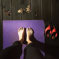 """#ShoeSelfie """"Taking my morning yoga practice outside today. Nothing better than some invigorating sun salutations to get the blood flowing and the mind sharp.""""  #Okabashi #Yoga #Shoes #FlipFlops #Sandals"""