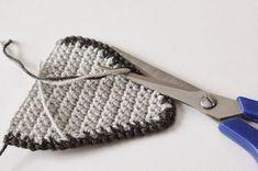 Amigurumi Owl Making - Amigurumi - Crochet Owl Pillows, Crochet Birds, Crochet Animals, Owl Crochet Pattern Free, Free Pattern, Knitted Owl, Knitted Hats, Crochet Poncho, Crochet Hats