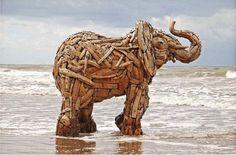 Os Elefantes de madeira de Andries Botha