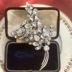Art Deco Jewelry, Jewelry Gifts, Beaded Jewelry, Flower Jewelry, Jewellery, Antique Brooches, Antique Jewelry, Vintage Jewelry, Gem Shop
