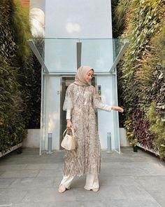 Kebaya Hijab Vira Tandia, Elegan Banget buat Kondangan