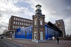 Gerechtsgebouw met het ten Cate torentje, het enige overblijfsel wat er nog is van het fabriekscomplex.