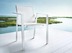 solpuri Stapelsessel Allure Alu. Durch das einfache stapeln wird er zum Platzwunder und bietet zusätzlich optimalen Sitzkomfort! auf arrangio.de