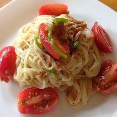 ある夏の日、母の畑からこっそり頂戴してきた熟々トマトを使った一品!あいにくカッペリーニなんてお洒落なパスタは我が家には無く…お中元で頂いたひやむぎで完成〜(^-^) - 20件のもぐもぐ - トマト冷製ひやむぎ by saemisa