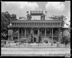 San Francisco Plantation - Know Louisiana Cultural Vistas Ascension Parish, Louisiana Plantations, Louisiana History, San Francisco, Southern Gothic, Southern Charm, Southern Belle, Vintage Landscape, Old Mansions